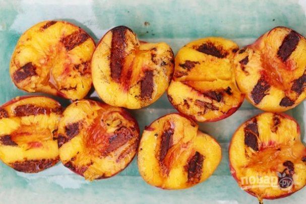 Жареные персики на гриле