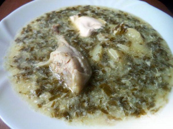 Щавелевый суп с яйцом и курицей