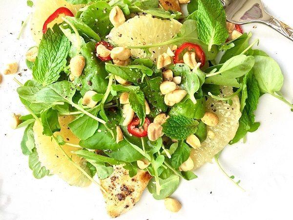 Салат из куриной грудки и помело