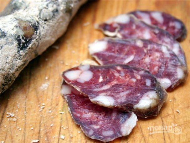 Сыровяленая колбаса с салом