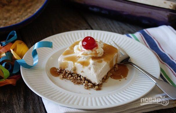 Десерт из мороженого с корицей