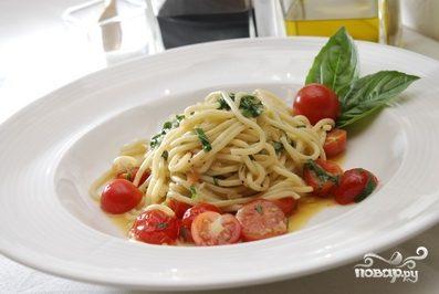 Спагетти с помидорами черри
