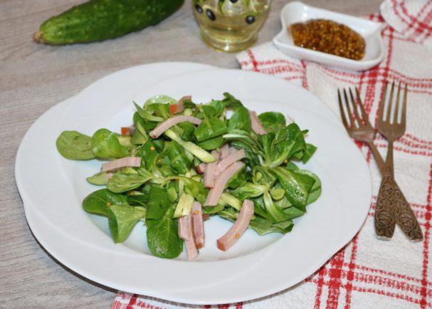 Зелёный салат с ветчиной