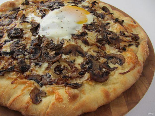 Пицца с начинкой из грибов
