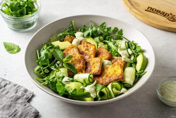 Салат с рукколой и тофу