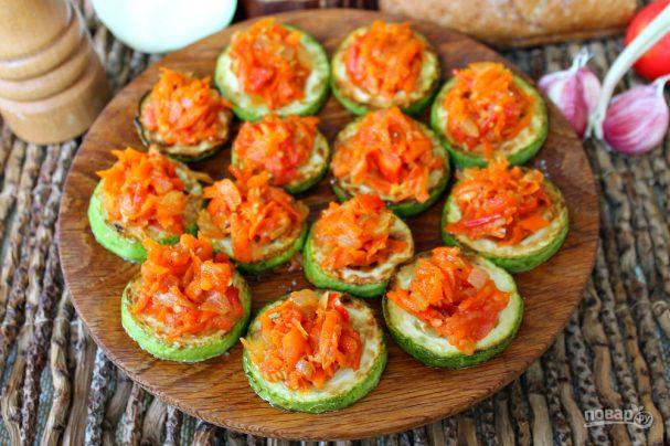Жареные кабачки с морковью и луком