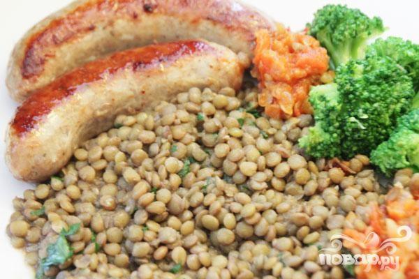 Свиные колбаски с чечевицей