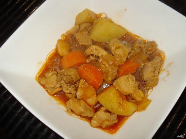 Тушеная курица с морковкой