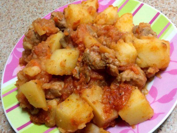 Картофель со свининой в мультиварке
