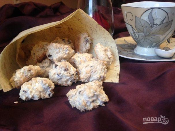 Легкое печенье с кокосом, орехами и шоколадом