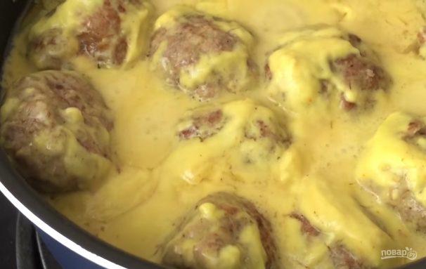 Мясные шарики в сырном соусе