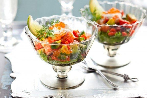 Салат с креветками в креманках