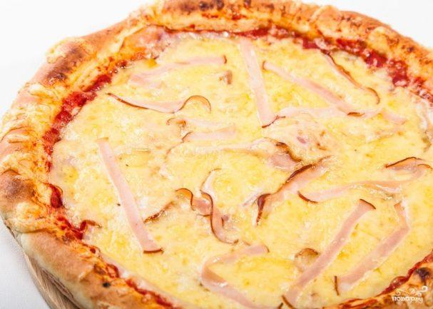 Пицца с сыром и беконом