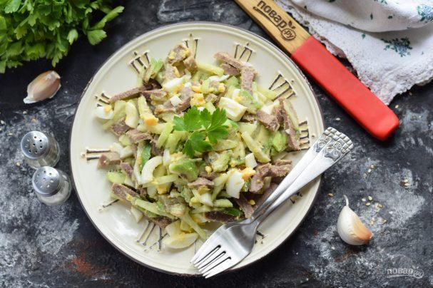 Салат с авокадо и языком