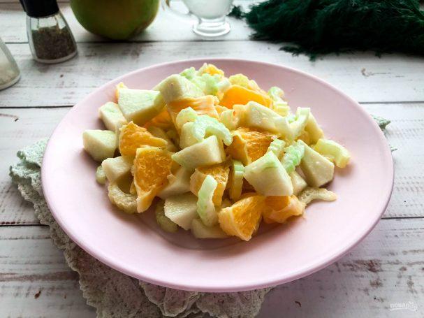 Салат с сельдереем и апельсином