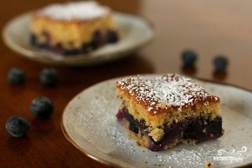 Пирог с черникой и коричневым сахаром