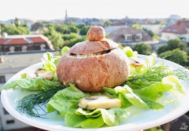 Венгерский суп в хлебе
