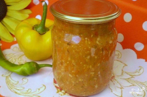 Аджика из помидоров и перца с чесноком