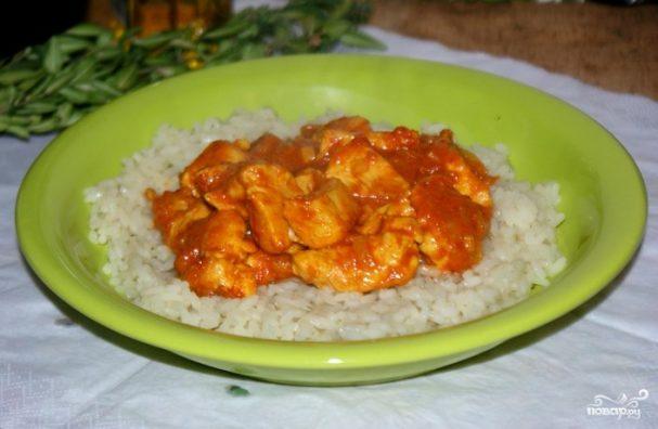 Курица под соусом карри