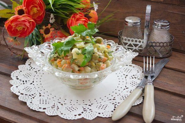 Картофельный салат с кальмарами и огурцами