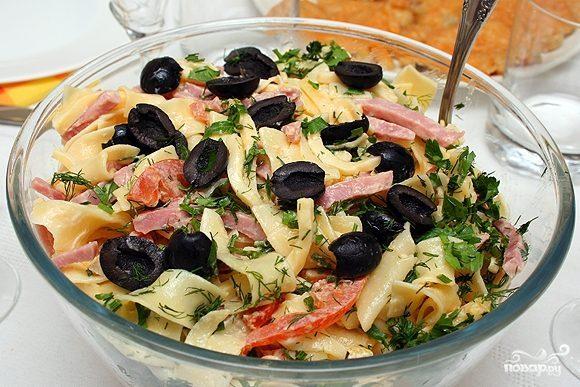 Салат итальянский с ветчиной