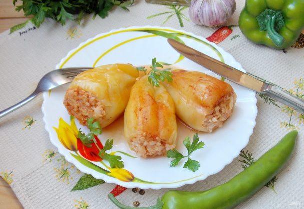 Фаршированный перец с курицей и капустой