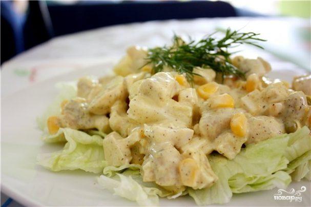 Салат с йогуртом и курицей