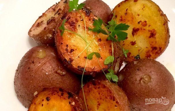 Картофель с чесноком на сковороде