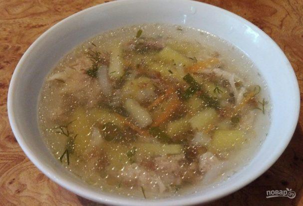 Легкий гречневый суп на бульоне из птицы
