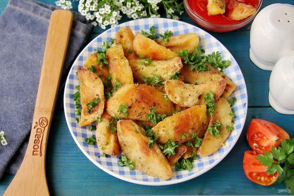 Запеченный отварной картофель в духовке