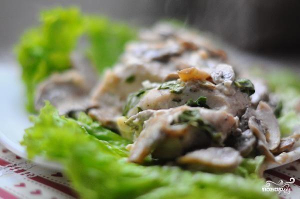 Куриные грудки со шпинатом и грибами