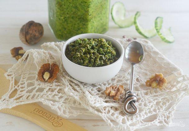 Зеленая аджика с грецкими орехами