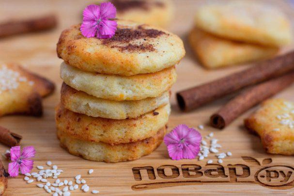 Творожное печенье с корицей и кунжутом
