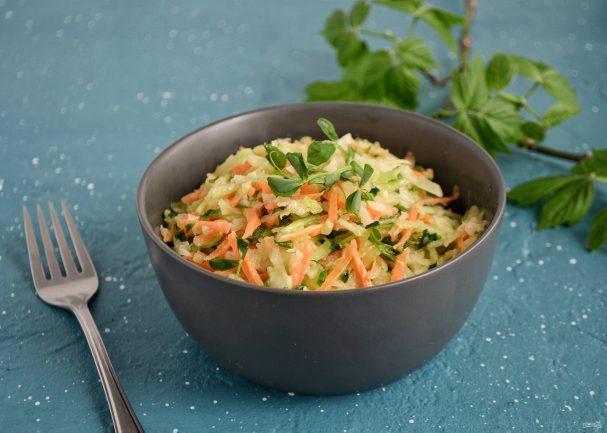 Салат с зеленой редькой и свежим огурцом