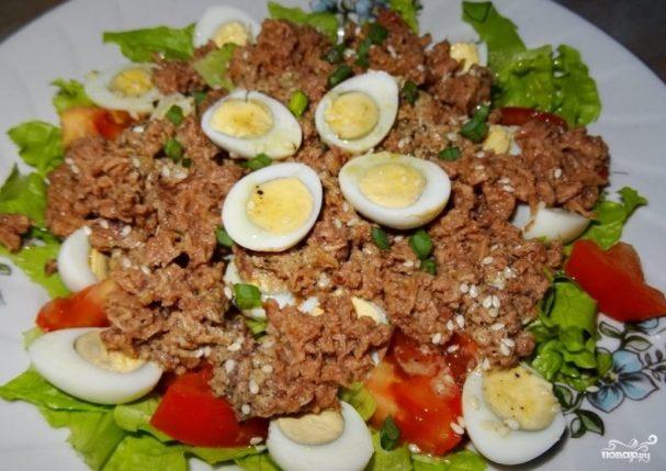 Салат с перепелиными яйцами и тунцом