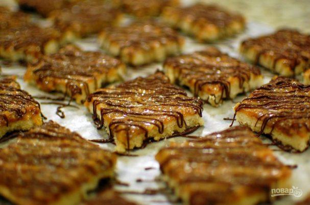 Пирог с ирисками и кокосом