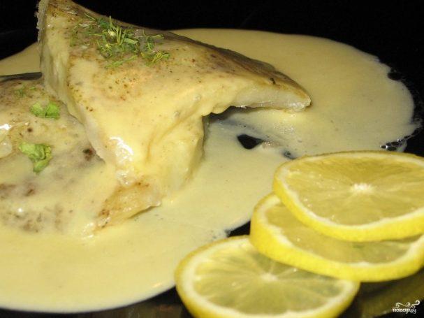 Рыба под белым соусом