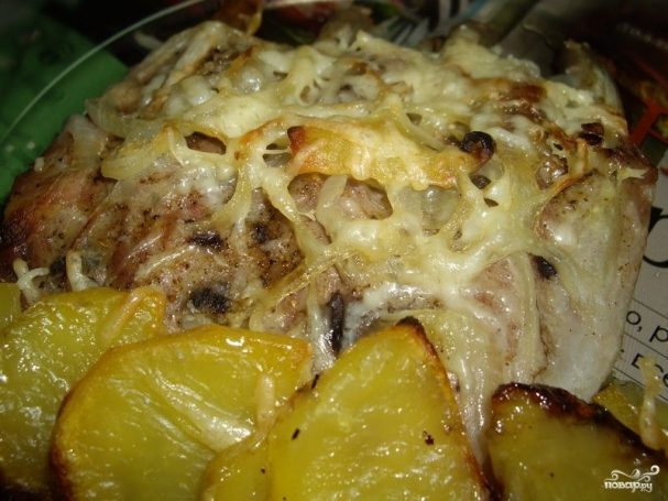 Картофель с ребрышками в духовке