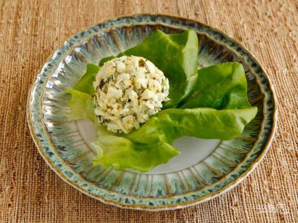 Яичный салат с огурцом