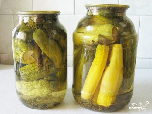 Закатка огурцов с кабачками