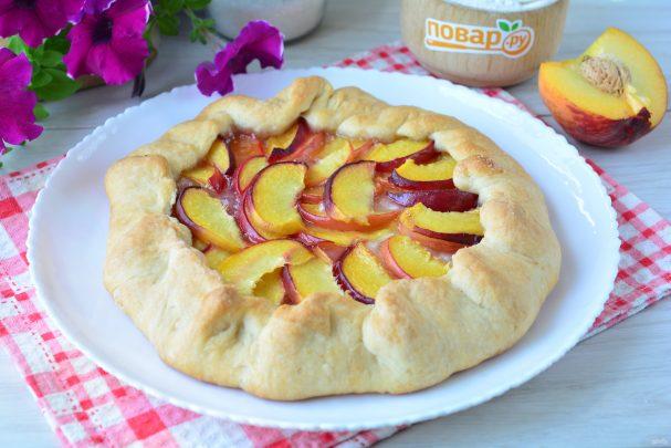 Постный пирог с персиками