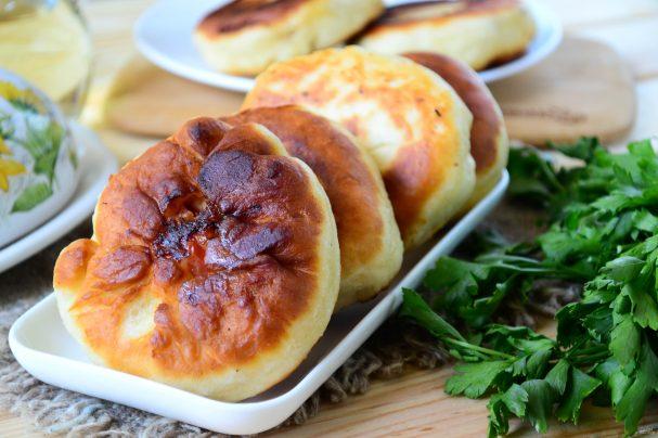 Беляши с помидорами и сыром
