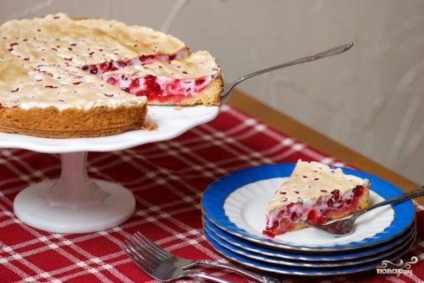 Сдобный пирог со смородиной
