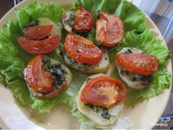 Картофель в духовке с помидорами