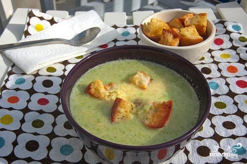 Суп из брокколи с крутонами