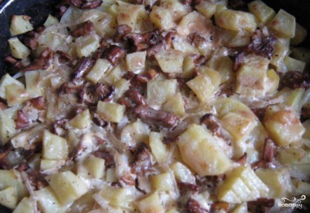 Лисички, запеченные под сыром