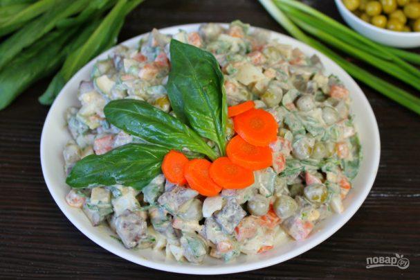 Салат с печенью, морковью и горошком