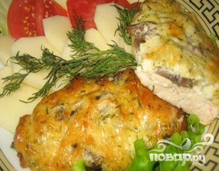 Куриное филе с грибами под сыром