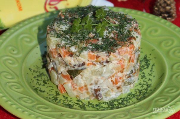 """Салат """"Новогодний"""" с жареными грибами"""