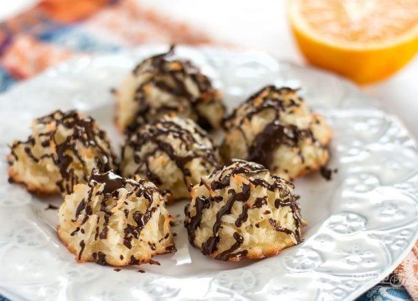 Кокосовое печенье с шоколадной глазурью